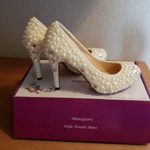 Honeystore stunning embellished off white pumps si